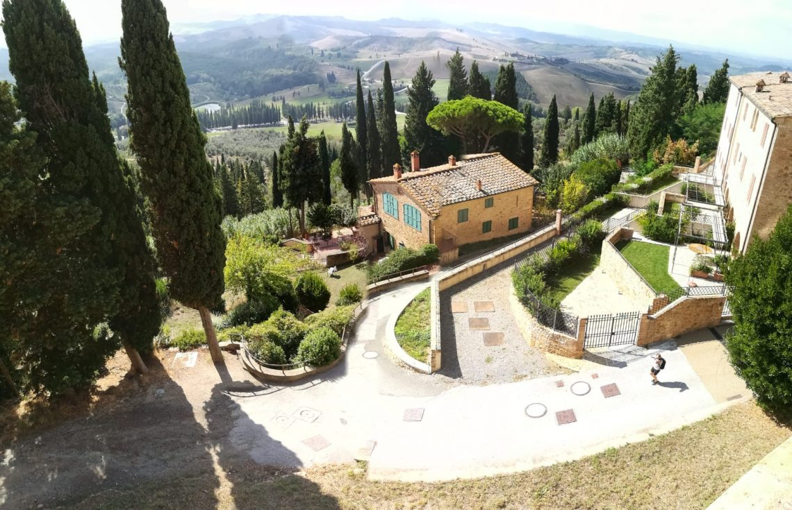 Castelfalfi borgo toscano recuperato